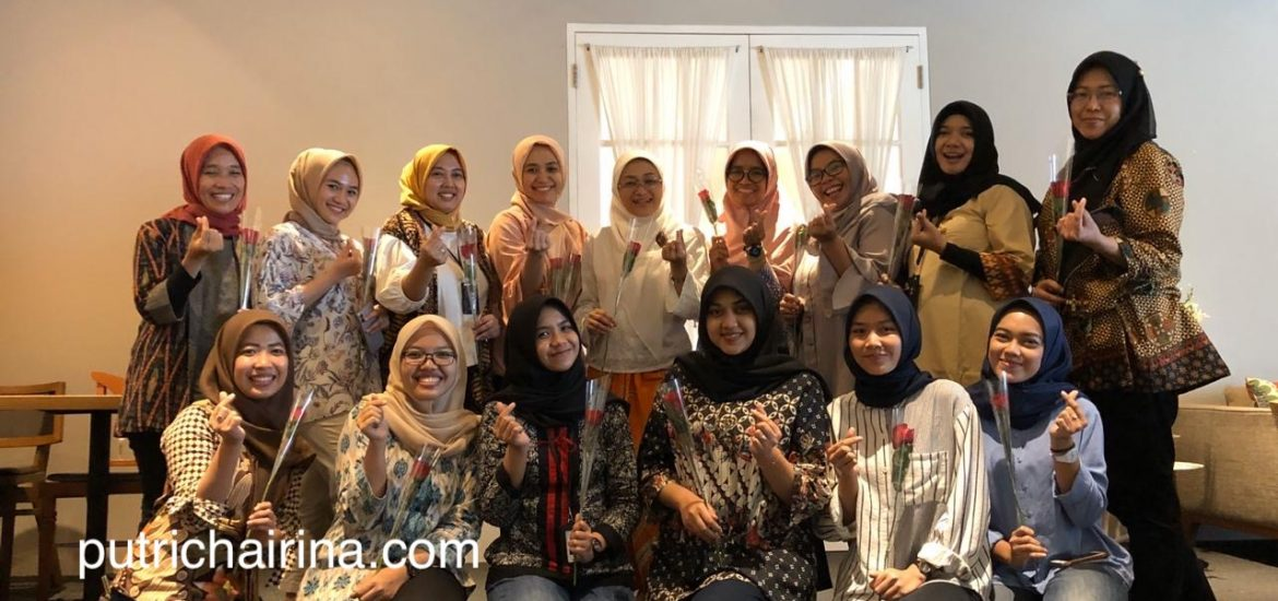 hari ibu telkom foto bersama para ibu dan calon ibu enterprise marketing